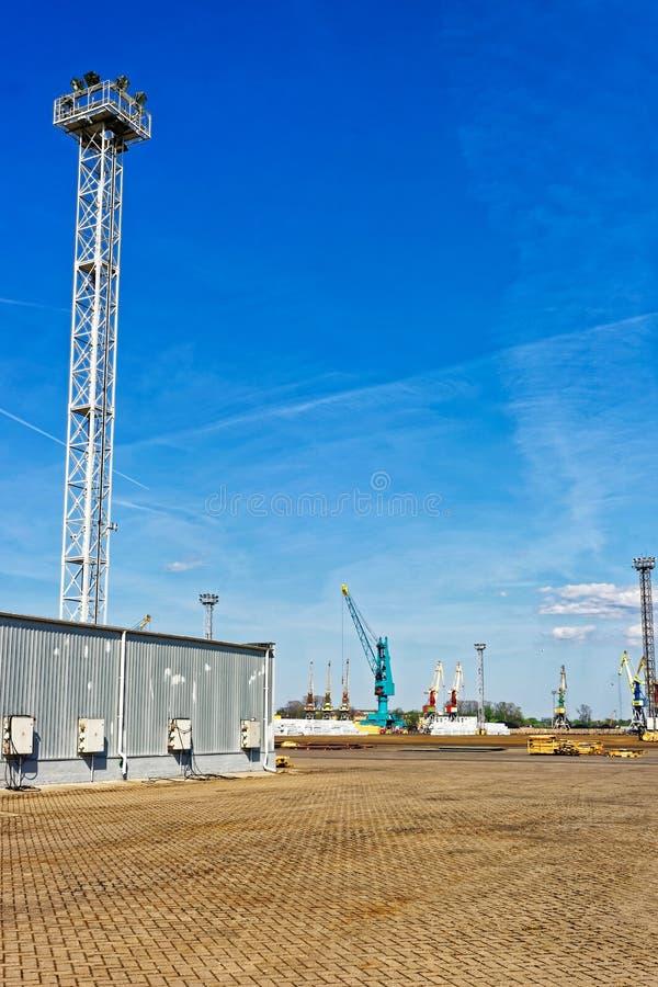Terminal de récipient dans Ventspils en Lettonie image stock