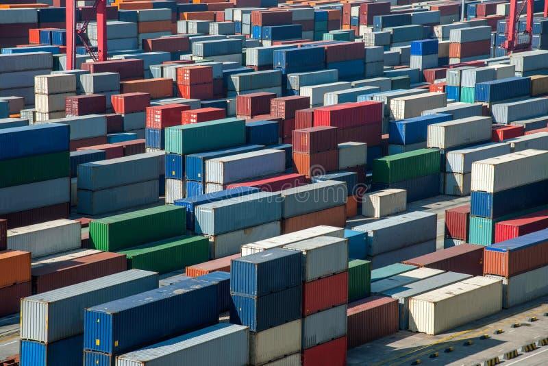 Terminal de recipiente econômico do FTA do porto da água profunda de Shanghai Yangshan que empilha recipientes fotografia de stock