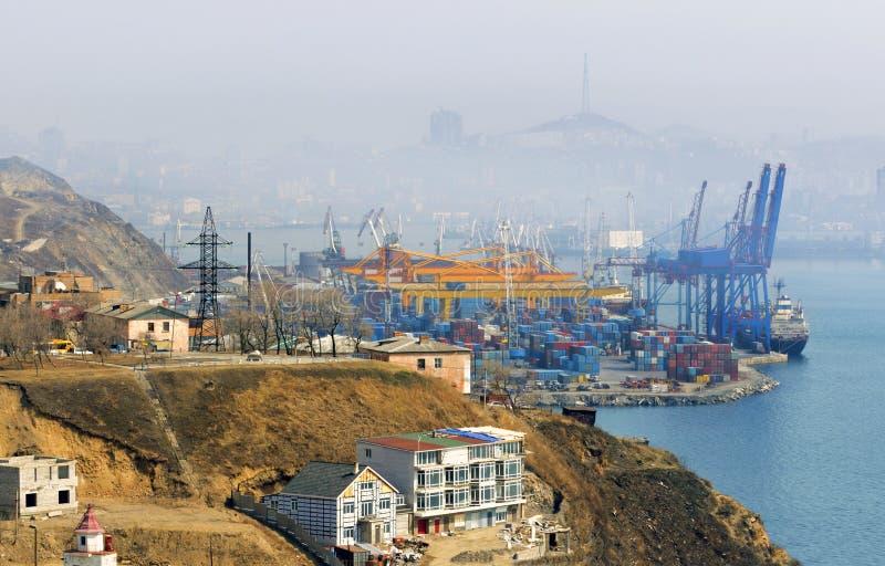 Terminal del cargo, Vladivostok, Rusia foto de archivo libre de regalías