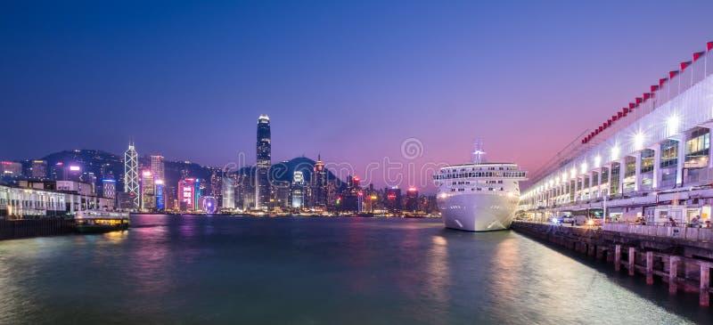 Terminal del océano y Victoria Harbour de Hong Kong imagenes de archivo