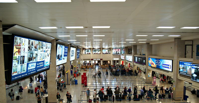 Terminal do International do aeroporto de Malta imagem de stock