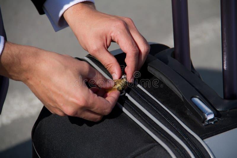 Terminal f?r resv?ska f?r s?kerhet f?r flygplatsloppbagage arkivbild