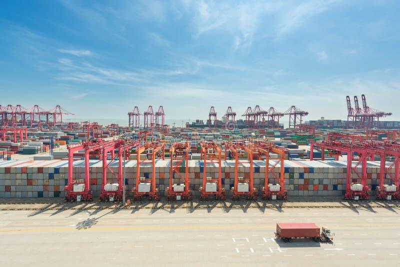 Terminal van de de containerlading van Shanghai de yangshan diepzee royalty-vrije stock foto