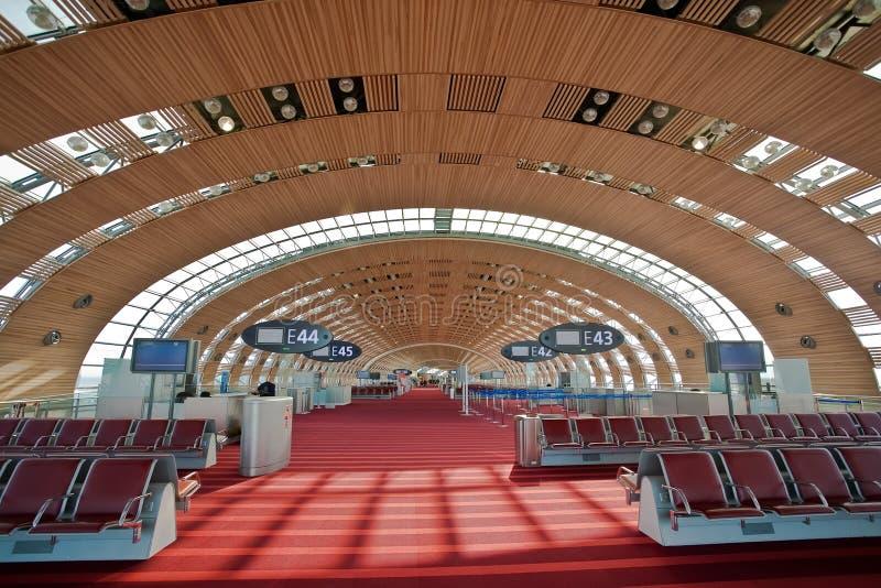 Terminale 2E di Parigi - l'aeroporto del Charles de Gaulle fotografia stock libera da diritti