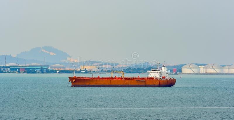 Terminale di acqua profonda del petrolio di Pengerang con l'autocisterna fotografia stock