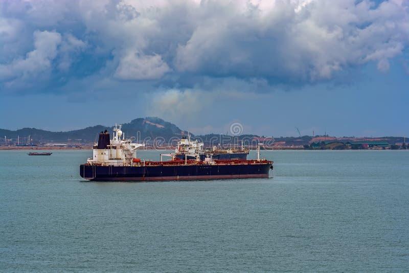 Terminale di acqua profonda del petrolio di Pengerang con le autocisterne fotografia stock