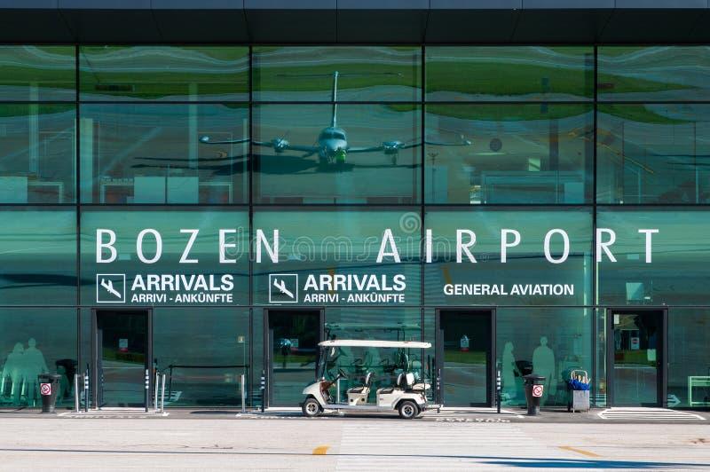 Terminale di aeroporto dell'aeroporto di Bozen fotografia stock libera da diritti
