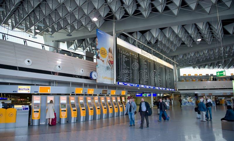 Terminale di aeroporto di Francoforte 1 Compressa di tempo immagine stock libera da diritti
