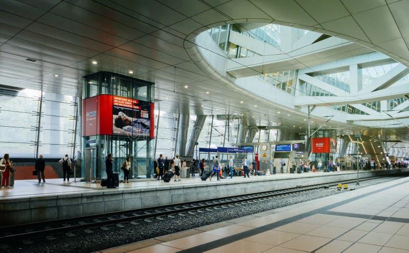 Terminale di AiRail nell'aeroporto internazionale di Francoforte con il pendolare immagine stock libera da diritti