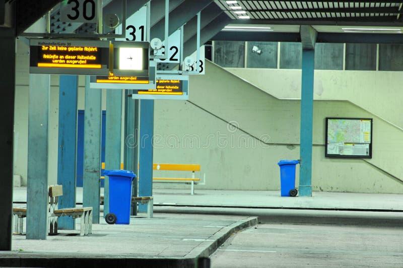 Terminale di bus di notte fotografia stock libera da diritti