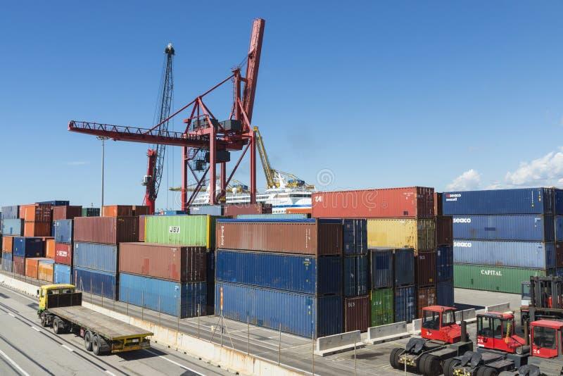 Terminale di contenitore a Barcellona immagine stock