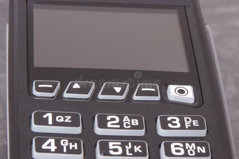 Terminale di pagamento usando per il pagamento cashless comperare Concetto di finanze fotografie stock libere da diritti