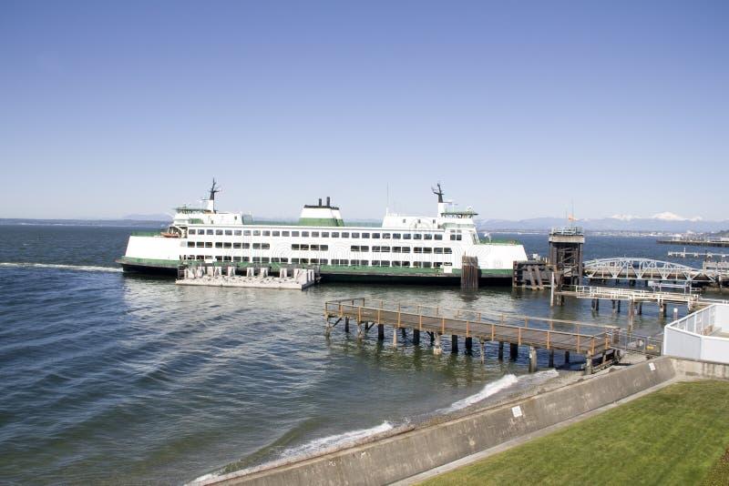 Download Terminale di traghetto fotografia stock. Immagine di attesa - 30830276