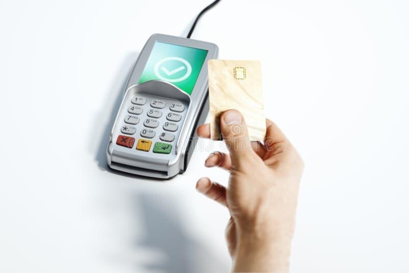 Terminale e carta assegni di pagamento di posizione su bianco NFC rappresentazione 3d immagine stock libera da diritti