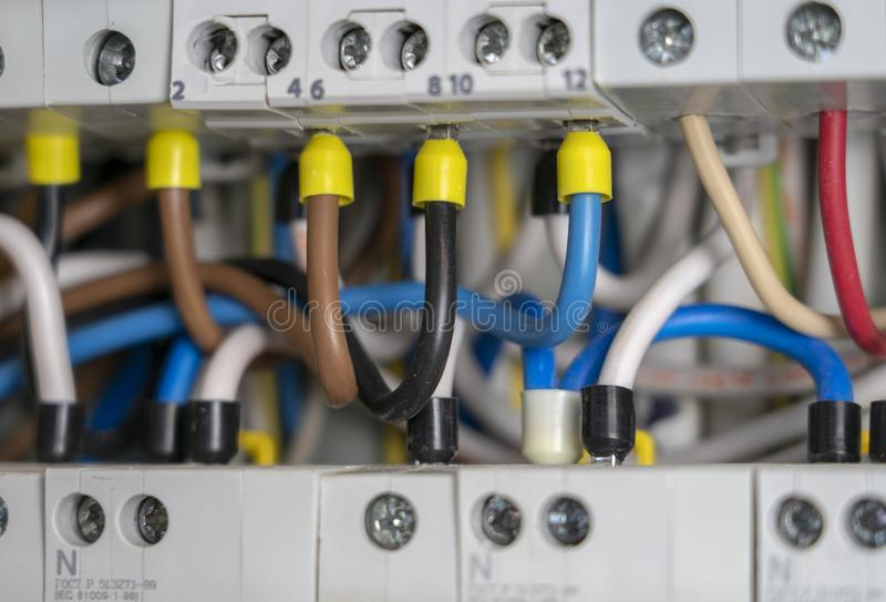 Terminale, kontakty, obwodów łamacze depeszuje w elektrycznym switchboard pod warunkiem, że bezpieczna dostawa elektryczność obraz royalty free