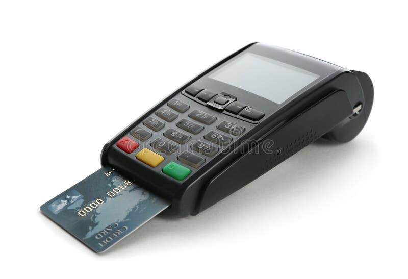 Terminale moderno di pagamento con la carta di credito su fondo bianco fotografie stock libere da diritti