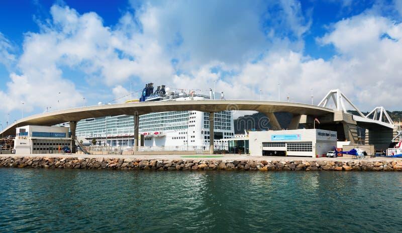 Terminales de viajeros en el puerto de Barcelona foto de archivo libre de regalías
