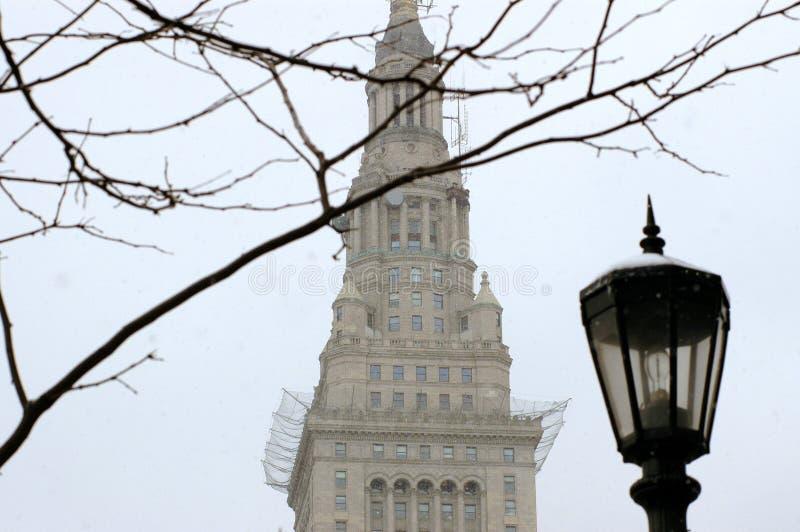 Terminalkontrollturm in Cleveland während des Winters stockbilder