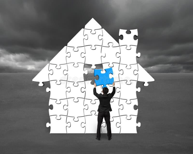 Terminar para montar enigmas na casa dá forma para a situação má ilustração do vetor