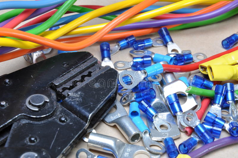 Terminaux d'outil à sertir et de câble image stock