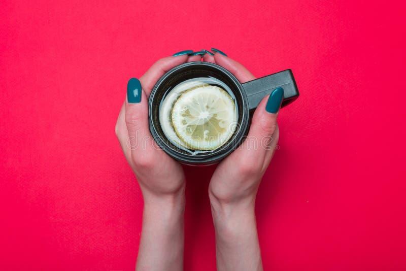Termo tazza con tè fotografie stock