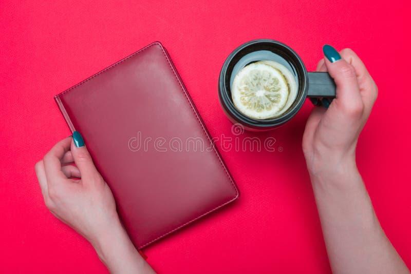 Termo tazza con tè fotografia stock