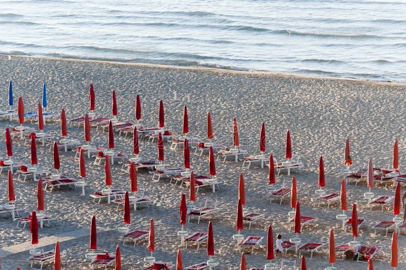 Termoli (Molise, Italie) - la plage à la soirée images stock