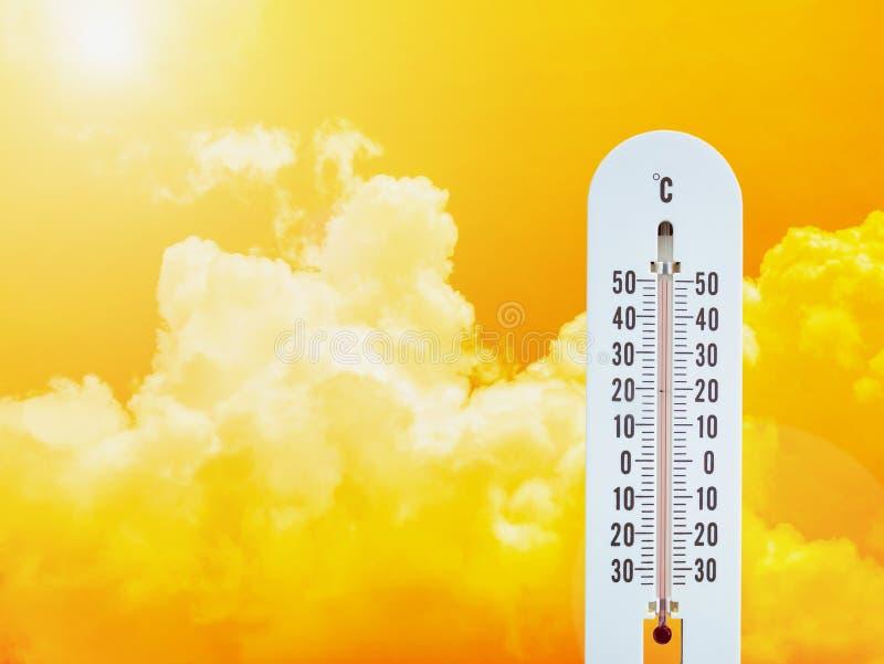 Termometro nel cielo immagini stock