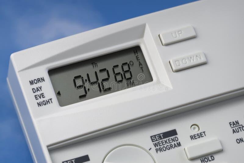 Termostato del cielo 68 gradi di calore immagine stock libera da diritti
