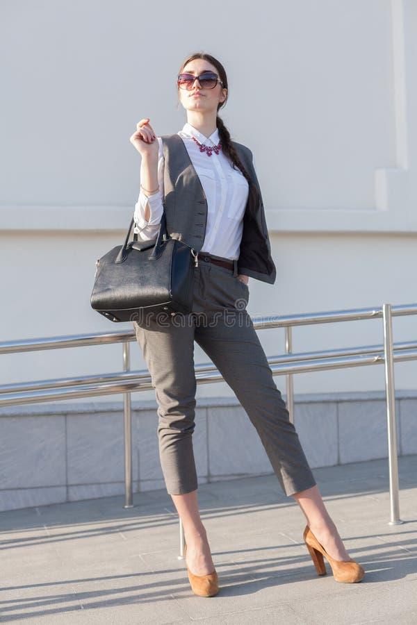 Terno de negócio da mulher, bolsa imagens de stock royalty free