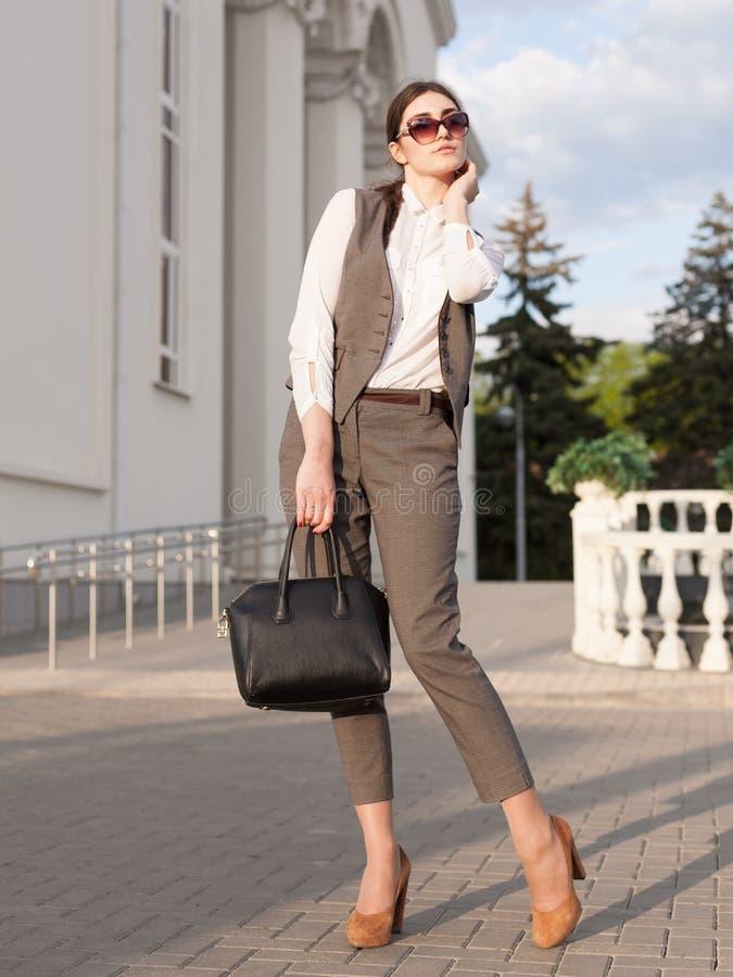 Terno de negócio da mulher, bolsa fotografia de stock