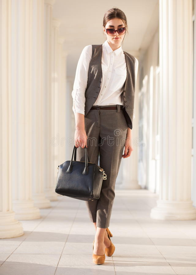 Terno de negócio da mulher, bolsa foto de stock