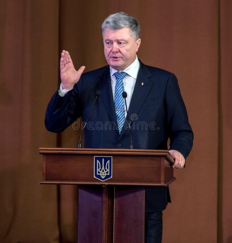 """Ternopil,  de DeÑ del †de UCRANIA """" 18, 2018: Presidente de Ucrania Petro Poroshenko durante una reunión con el público en Ter fotos de archivo"""
