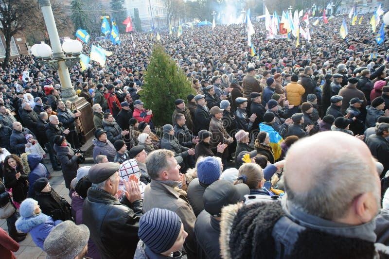 Ternopil, ΟΥΚΡΑΝΙΑ: Διαμαρτυρία σε Euromaydan σε Ternopil ενάντια στον Πρόεδρο Yanukovych στοκ εικόνα