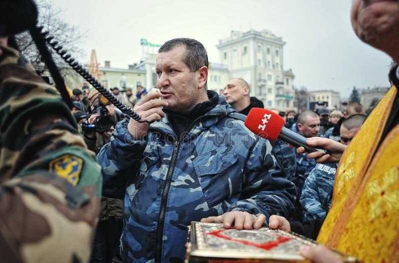 Ternopil, UCRAINA - febbraio 2014: Euromaidan giro fotografie stock