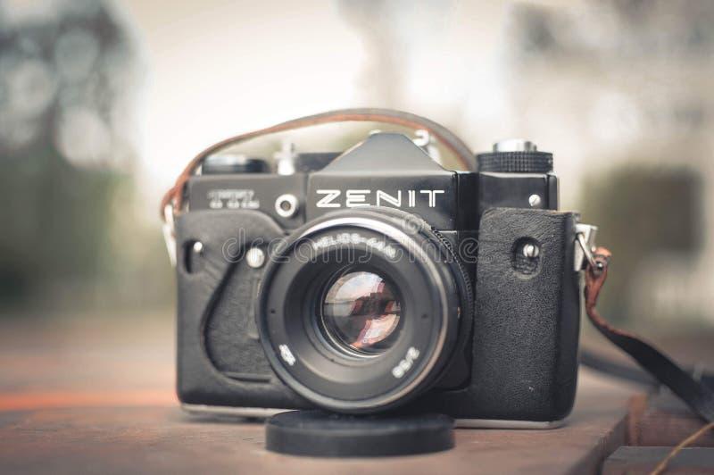 Ternopil, Ucraina - 20 giugno 2013 La vecchia macchina fotografica sovietica Zenit TTL immagini stock