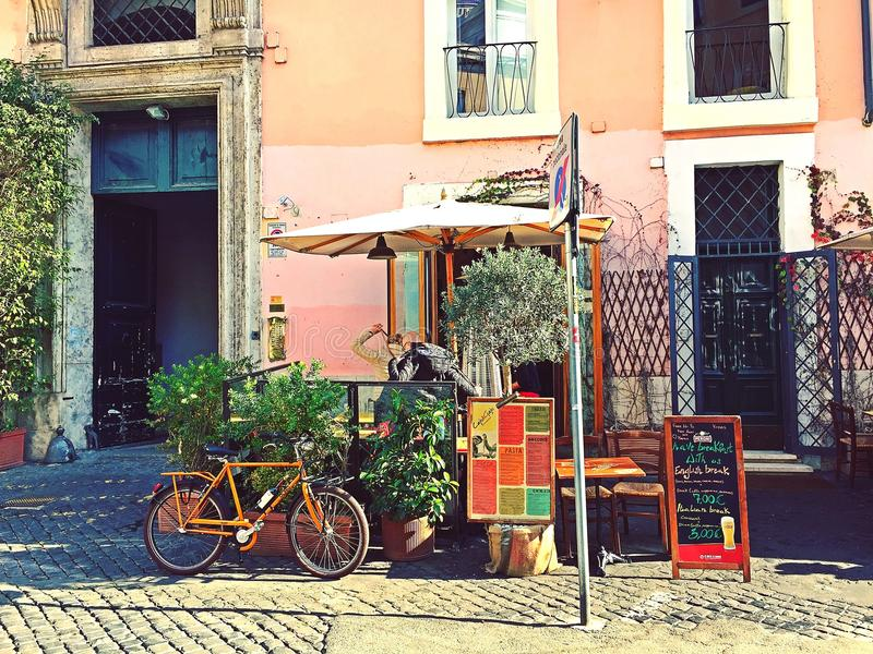 Terraço bonito do café foto de stock royalty free