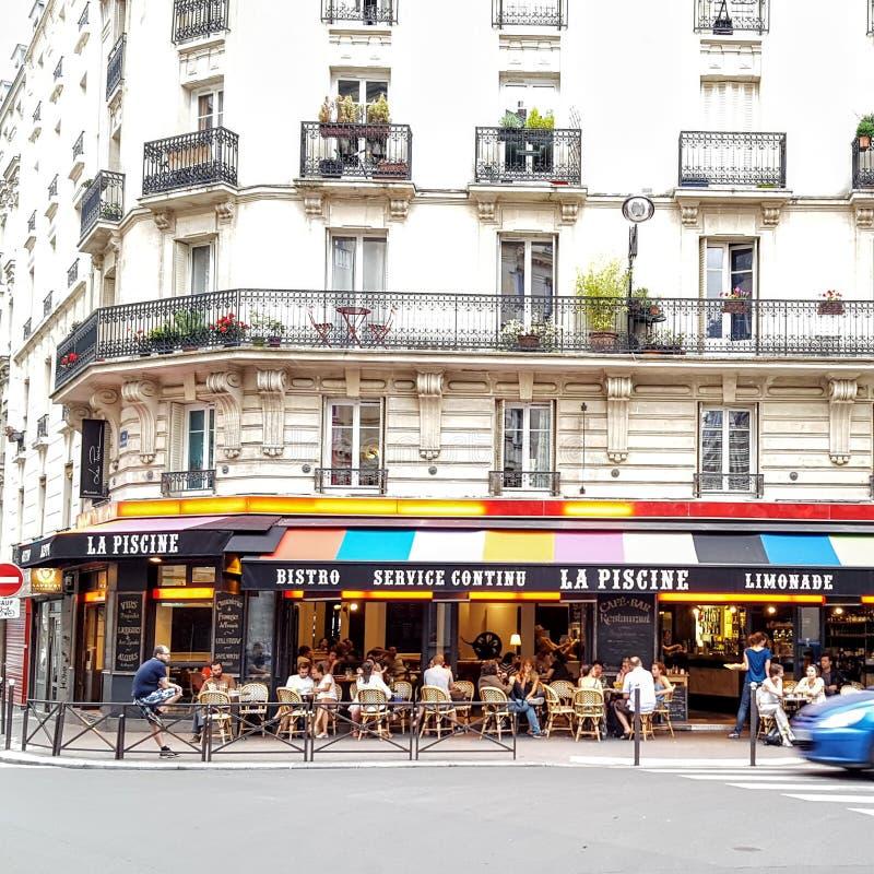Terraço colorido parisiense dos restaurantes imagem de stock royalty free