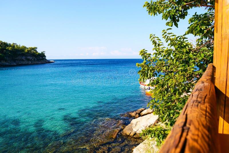 Terraço com uma opinião bonita do mar em Aliki Thasos, Grécia fotos de stock