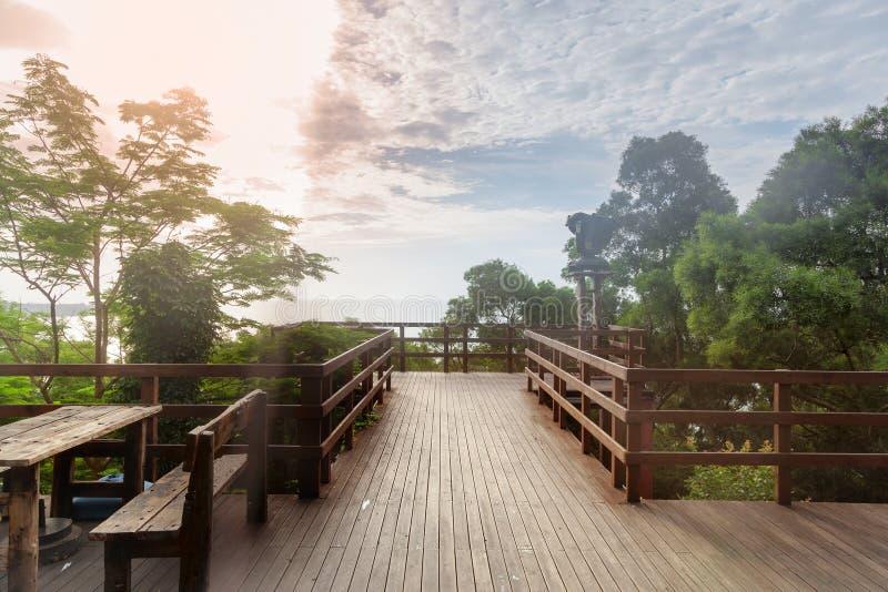 Terraço de madeira exterior imagens de stock royalty free