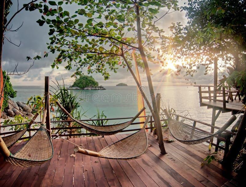 Terraço de Seculed com hammocks de madeira imagem de stock royalty free