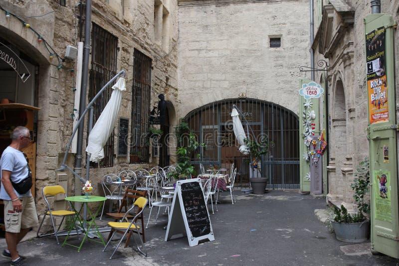 Terraço do restaurante na cidade francesa de Pezenas, França imagem de stock royalty free