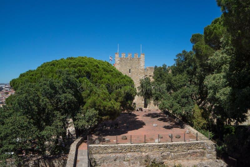 Terraço e ruínas de pedra velhas do castelo fotos de stock royalty free