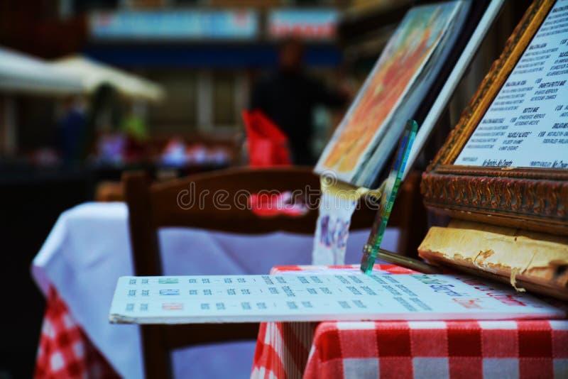 Terraço exterior do menu em Veneza, Itália imagens de stock