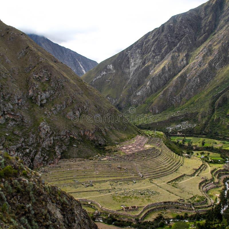 Terraços em Inca Trail a Machu Picchu Um tra de caminhada impressionante foto de stock royalty free