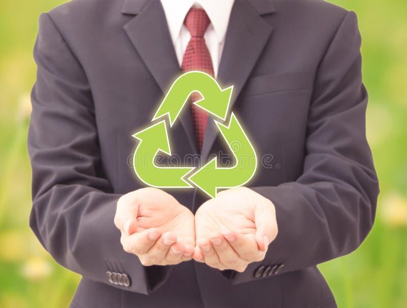 A terra arrendada do homem de negócios recicla ícones imagem de stock