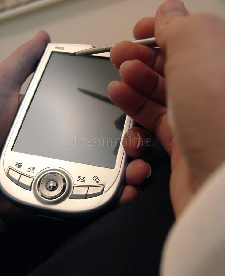 Terra arrendada PDA da mão foto de stock