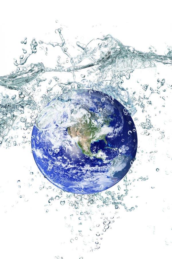 Terra che cade in acqua fotografia stock