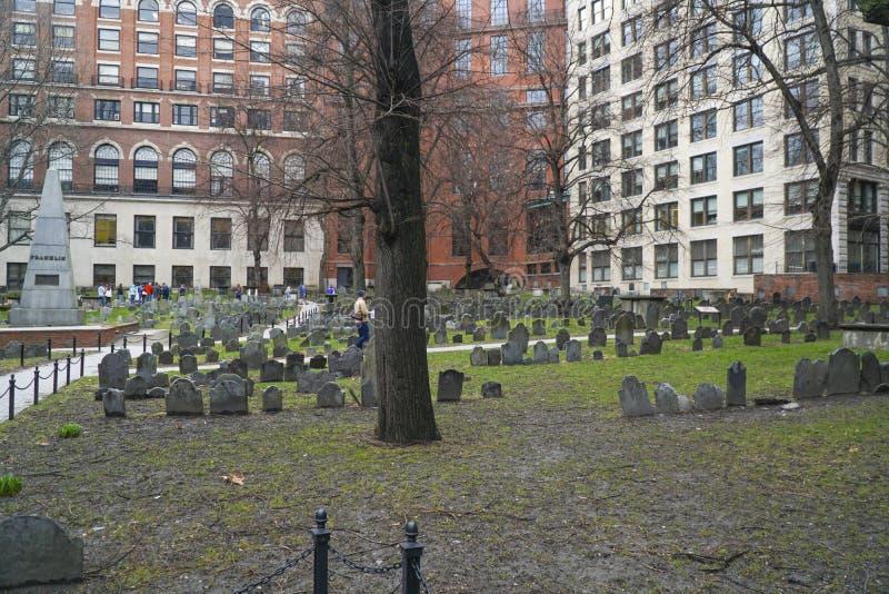 Terra de enterramento do celeiro em Boston - BOSTON, MASSACHUSETTS - 3 de abril de 2017 fotos de stock