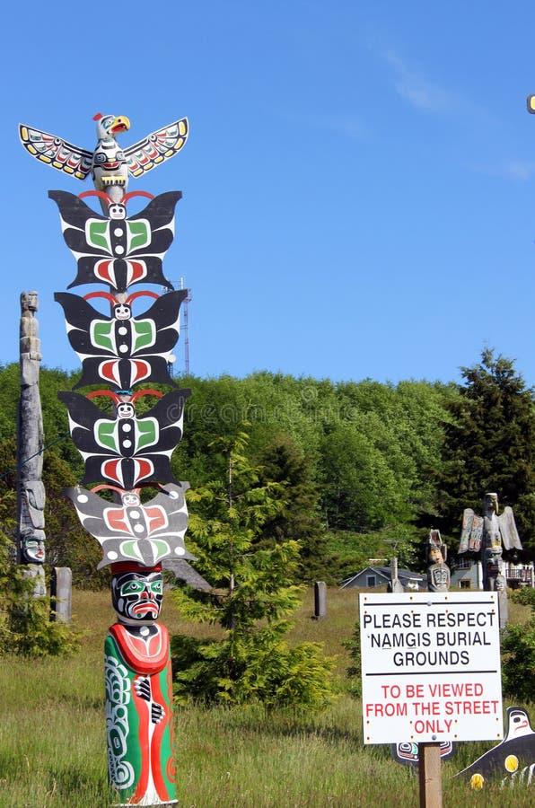 Terra de enterro da nação de Namgis do ` do totem primeira, baía alerta, BC imagem de stock